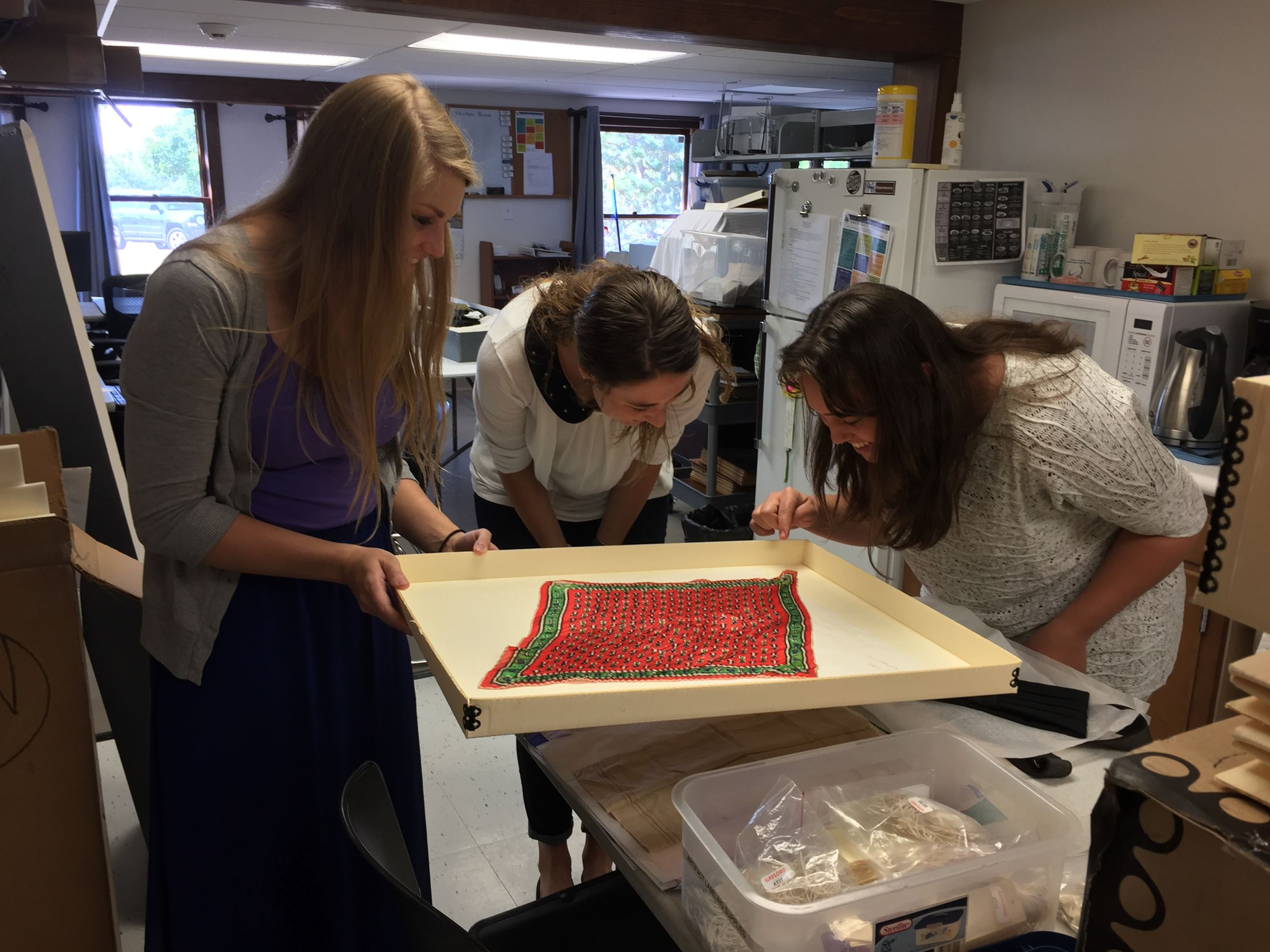 2017 7 28 Intern Amber Vol Meg and Curator Tara looking at scarf  -